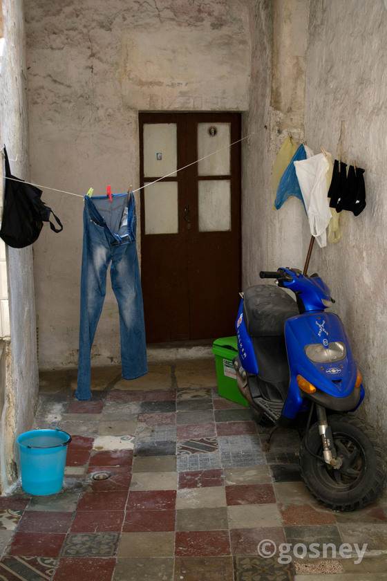 Large bucket jeans and scooter italy 24