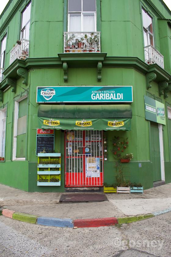 Large garibaldis corner shop valparaiso 3